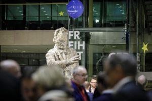 Skulptur von Willy Brandt im Willy-Brandt-Haus in Berlin