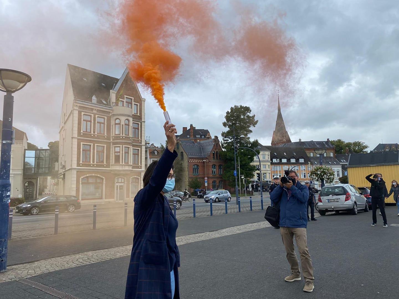Bei der Demo der Seebrücke in Flensburg.