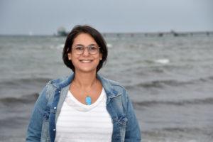 Serpil Midyatli am Ostsee-Strand